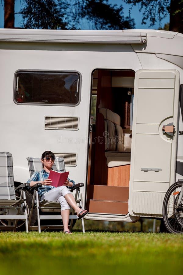 家庭度假旅行,在motorhome的假日旅行 库存照片