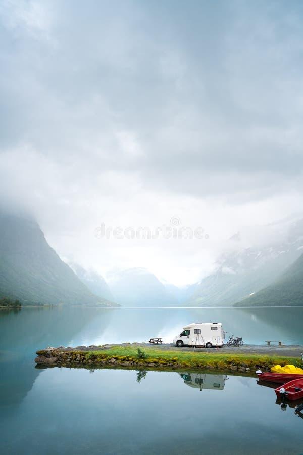 家庭度假旅行,在motorhome的假日旅行 免版税图库摄影