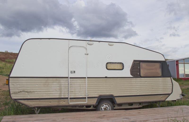家庭度假旅行,在motorhome,有蓬卡车汽车假期的假日旅行 免版税库存照片