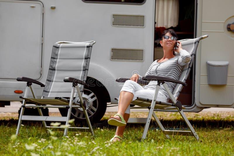家庭度假旅行,在motorhome RV的假日旅行 免版税库存照片