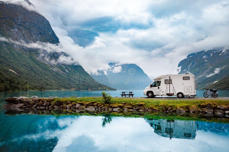 家庭度假旅行RV,在motorhome的假日旅行 免版税库存照片