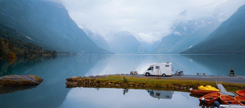 家庭度假旅行RV,在motorhome的假日旅行 库存照片