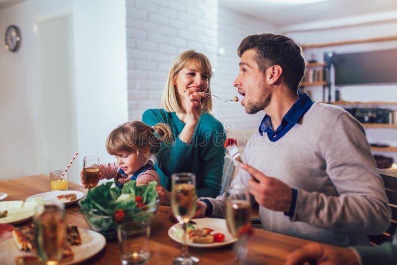 家庭有膳食在厨房在家 库存图片