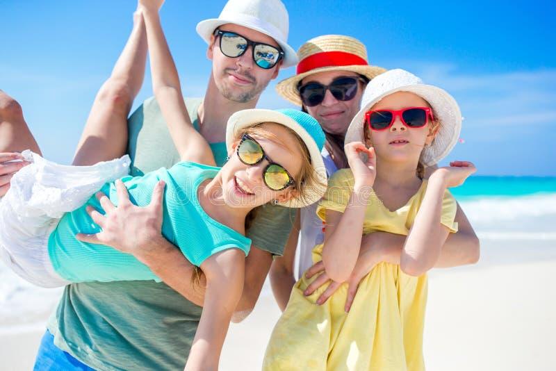 家庭海滩假期 图库摄影