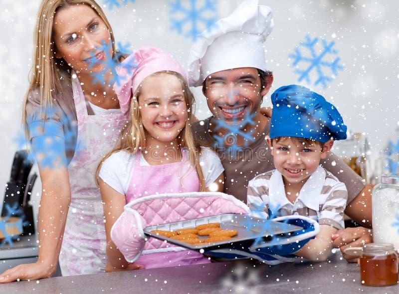 家庭烘烤曲奇饼的综合图象在厨房里 免版税图库摄影