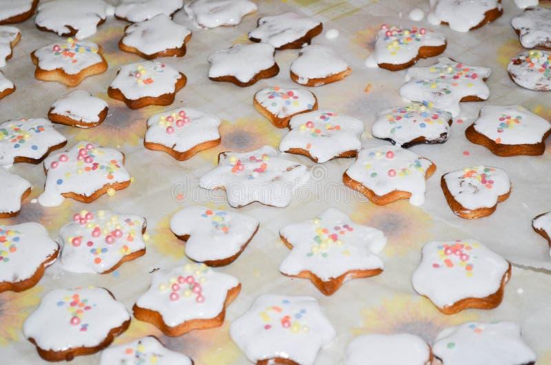 家庭焙制的圣诞节曲奇饼 图库摄影