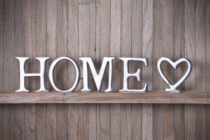 家庭爱心脏木头背景 免版税库存图片