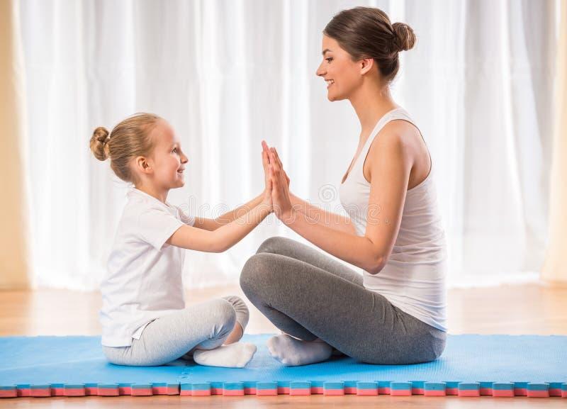 家庭瑜伽 库存图片