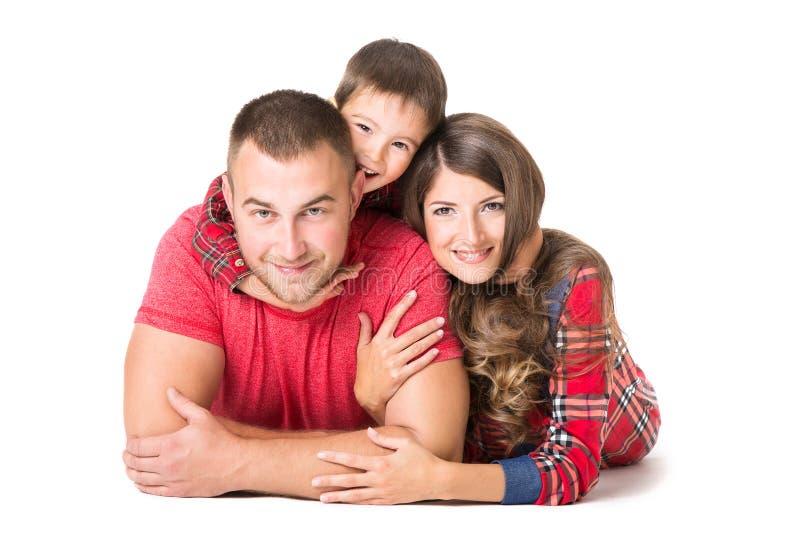 家庭画象、母亲父亲儿童男孩、愉快的父母和孩子 免版税图库摄影