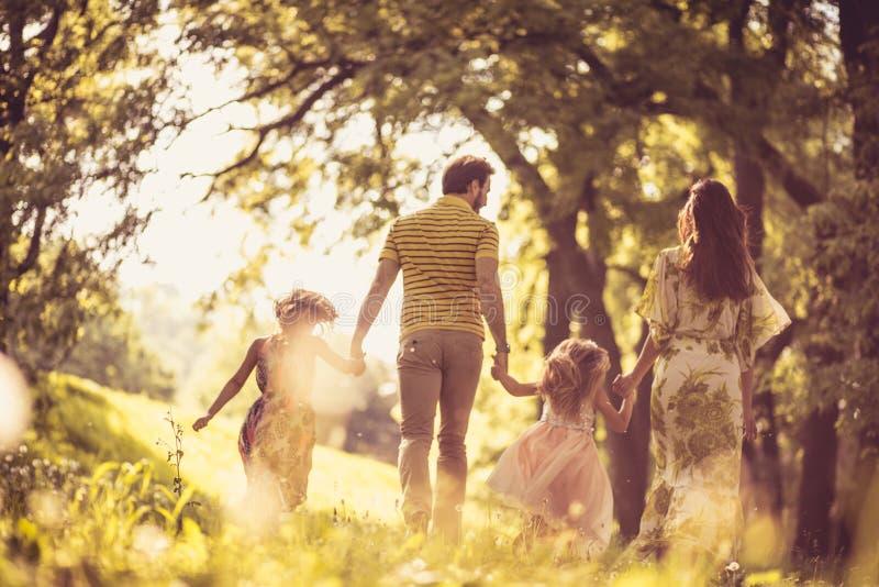 家庭的时刻 防御cesky遗产krumlov季节春天查看世界 库存照片
