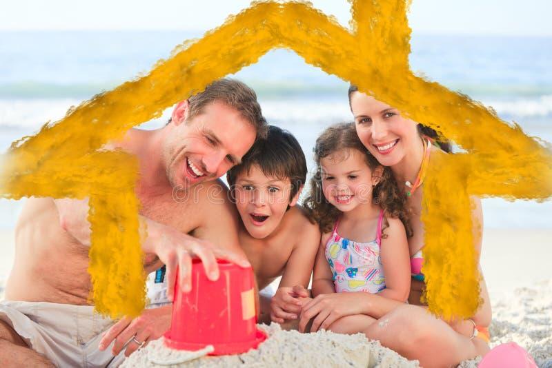 家庭的综合图象在海滩的 皇族释放例证