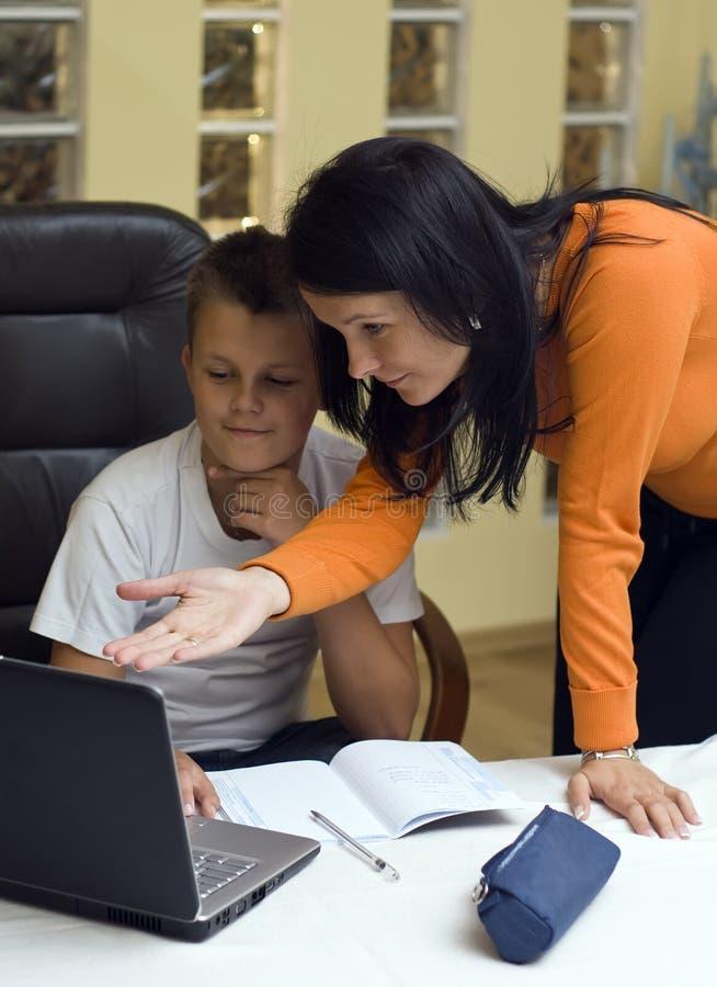 家庭膝上型计算机教育 库存照片