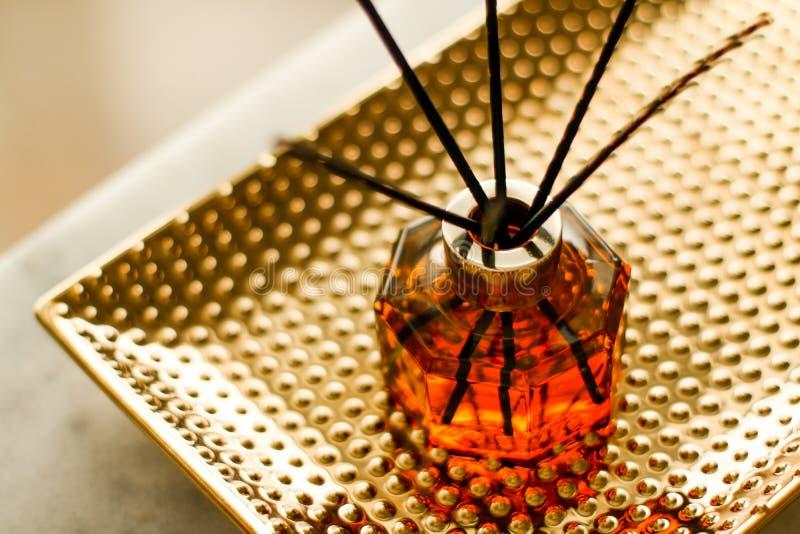 家庭芬芳瓶、欧洲豪华房子装饰和室内设计细节 免版税库存照片