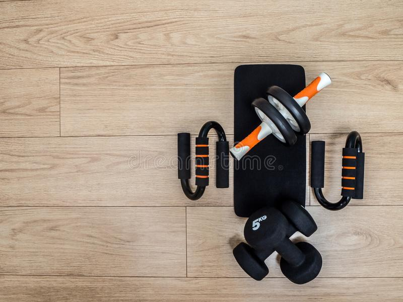 家庭训练的健身设备 免版税图库摄影