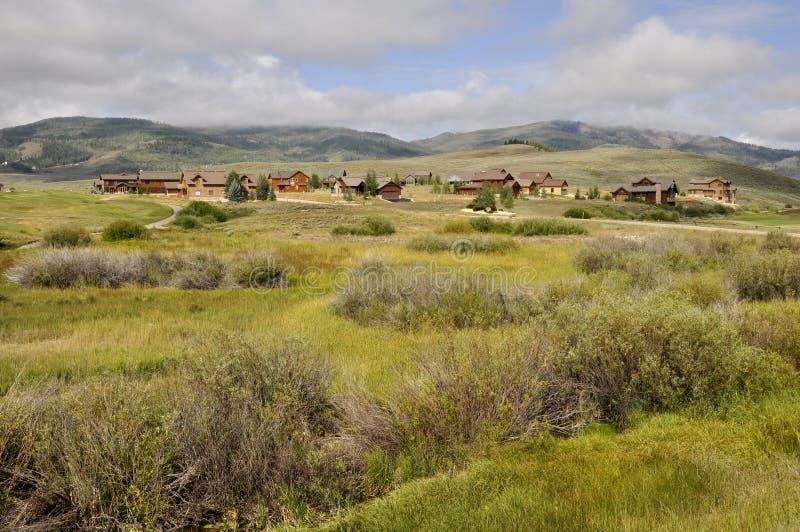 家庭近的高尔夫球场在科罗拉多 免版税库存图片