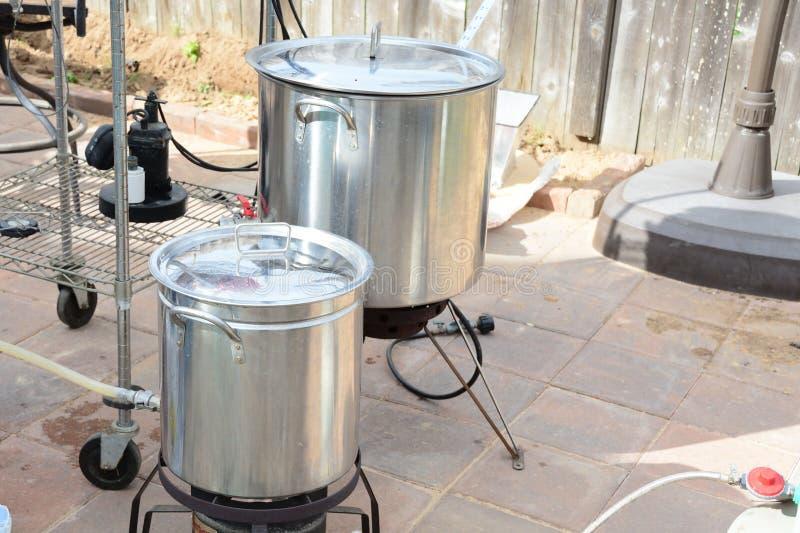 家庭酿造啤酒水壶 免版税库存照片