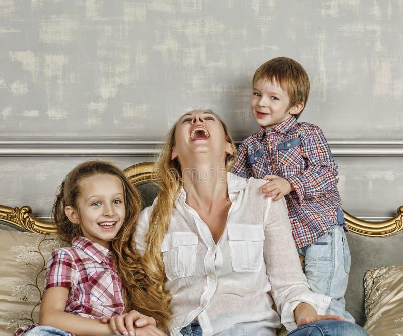 家庭,愉快,母亲` s天,家庭天,妈妈,愉快的家庭, chil 免版税库存图片