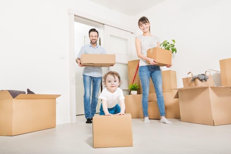 家庭移动向一栋新的公寓 图库摄影