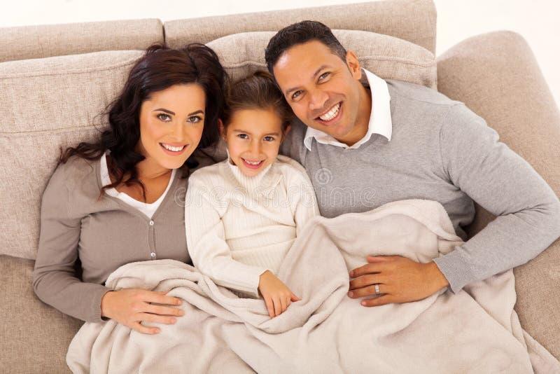 家庭说谎的长沙发 库存图片