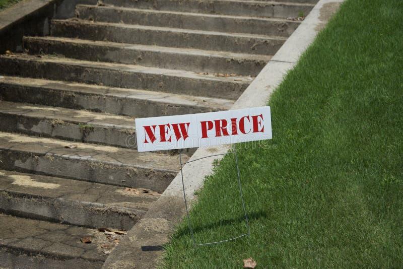 家待售以被减少的价格 免版税库存照片