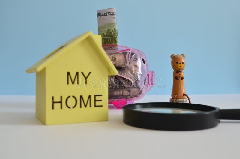 家的挽救金钱 图库摄影