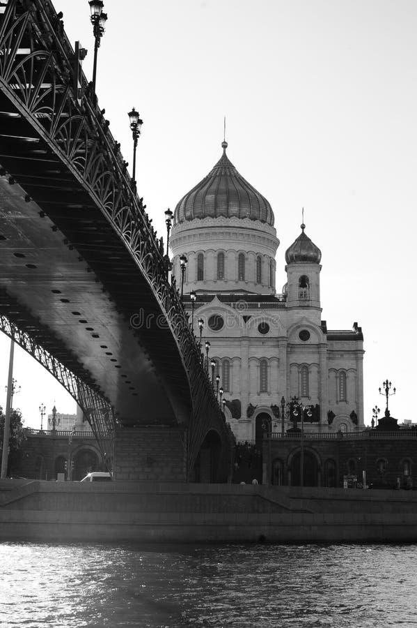 家长式桥梁和基督大教堂救主-莫斯科,俄罗斯 免版税图库摄影
