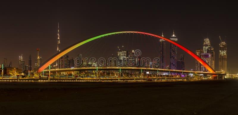 容忍桥梁在迪拜在晚上 库存照片