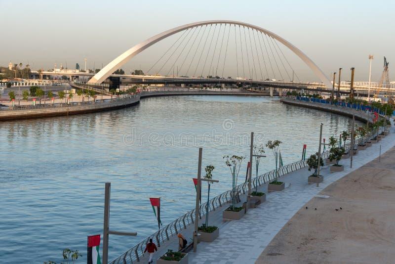 容忍桥梁水运河阿拉伯联合酋长国 图库摄影