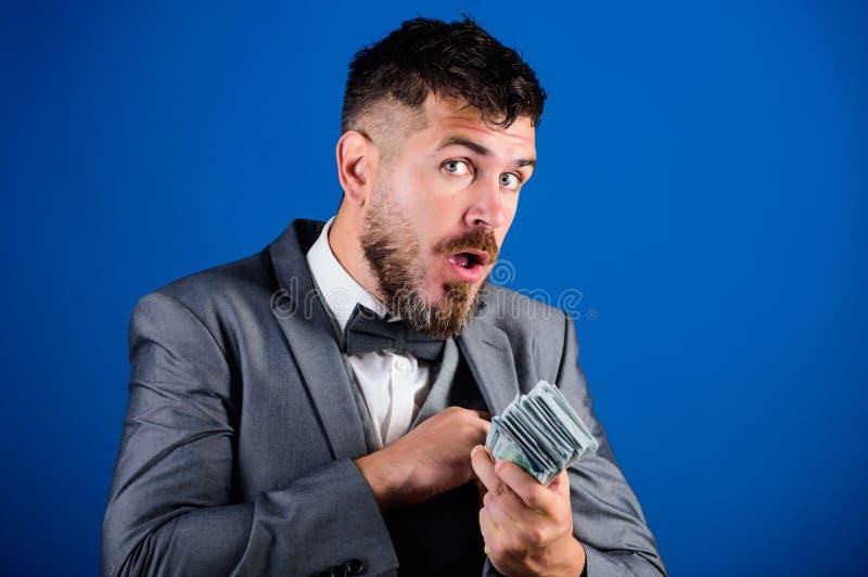 容易的现金贷款 商人得到了现金金钱 丰厚和福利概念 得到现金容易和迅速 现金交易 免版税图库摄影