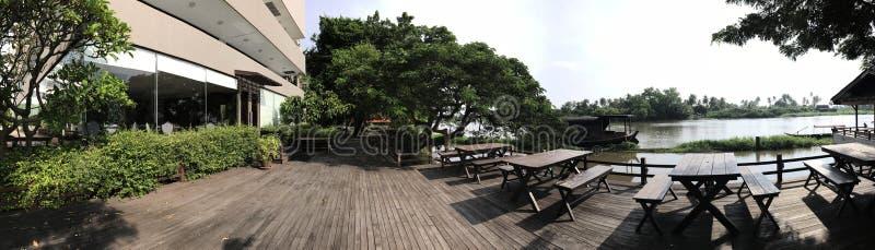 宽和平安的江边大阳台 库存图片