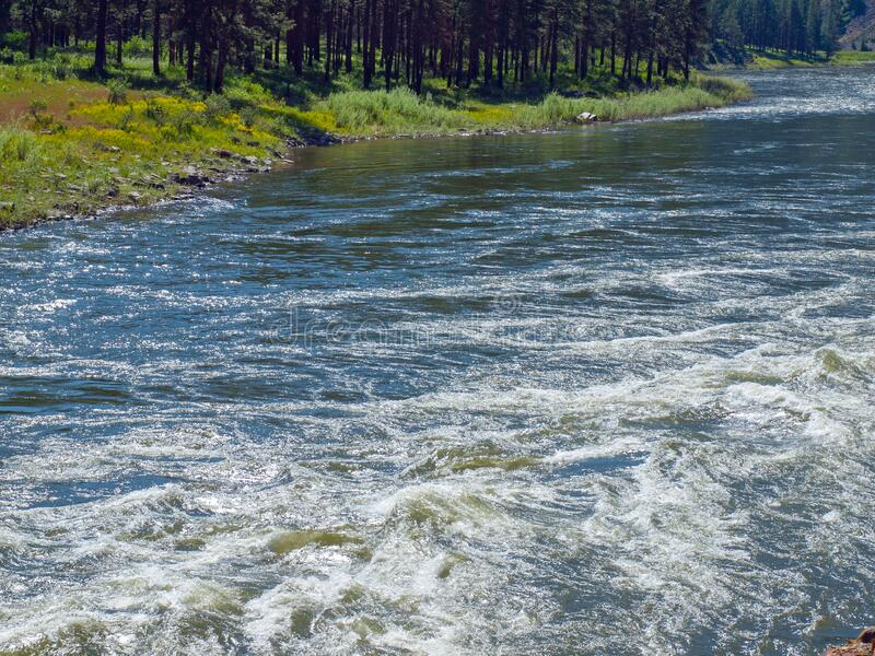 宽山河流谷 — 克拉克弗克河 免版税库存图片