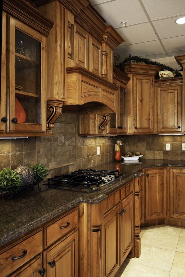 宽敞厨房的豪华 免版税库存照片