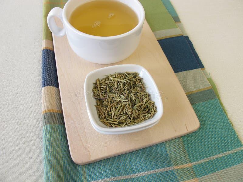 宽松kukicha绿茶和茶 免版税库存图片
