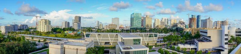 宽空中全景照片迈阿密都市中央地平线南佛罗里达 图库摄影