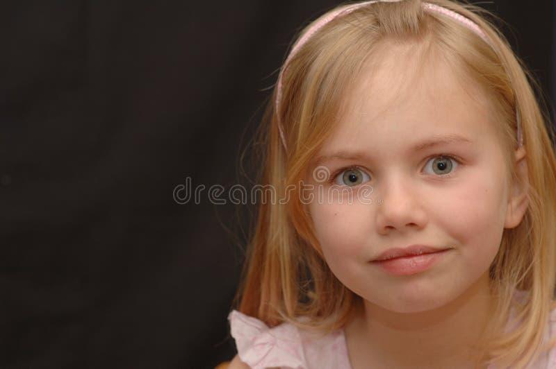 宽被注视的女孩 免版税库存图片