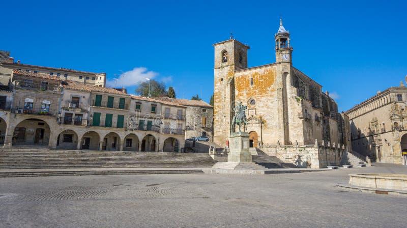 宽观点的广场市长在特鲁希略角 西班牙 免版税库存图片