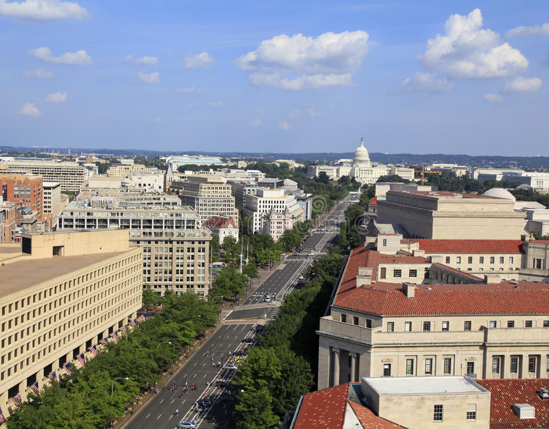 宾夕法尼亚大道,与联邦大厦的鸟瞰图包括美国归档大厦,司法部和美国国会大厦 免版税库存照片
