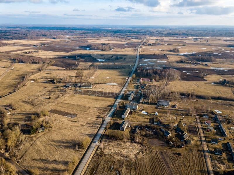 寄生虫图象 乡区鸟瞰图与房子和路netw的 图库摄影