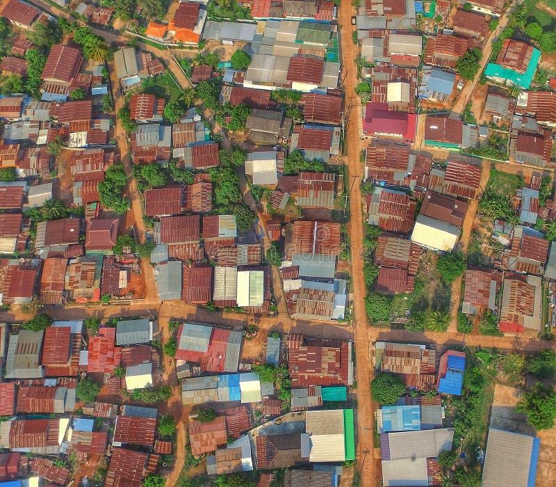 寄生虫阿里埃勒视图上面屋顶泰国乡下自然 库存图片