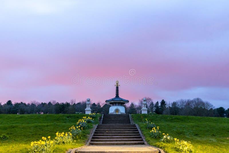 密尔顿·凯恩斯的浪漫纪念碑 免版税库存图片