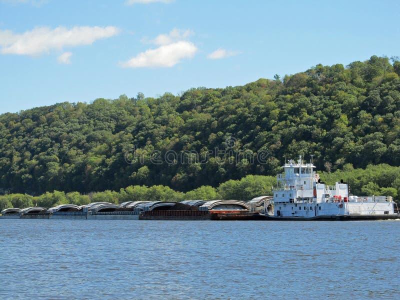 密西西比河拖轮和驳船 免版税库存照片