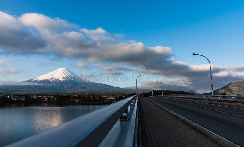 富士山和湖的全景图象 库存照片