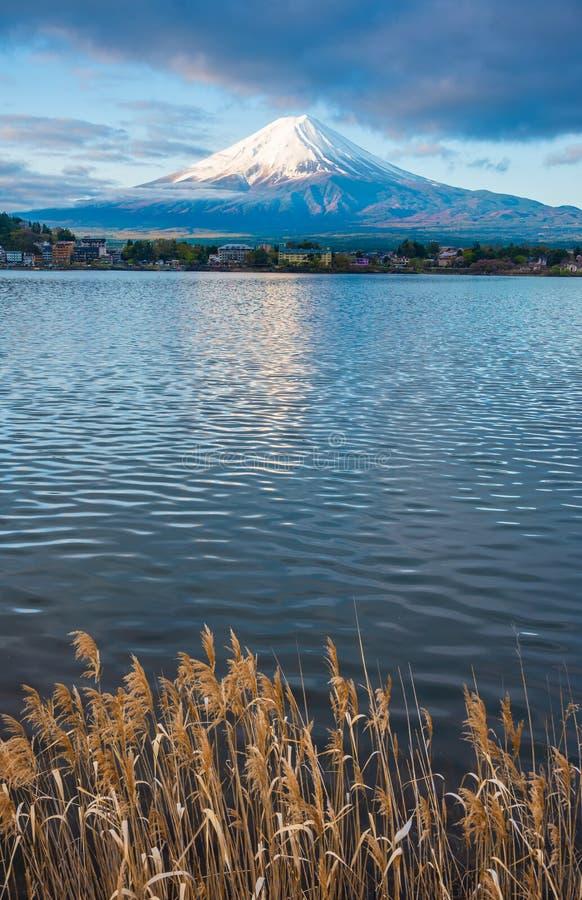 富士山和湖的图象 免版税库存照片