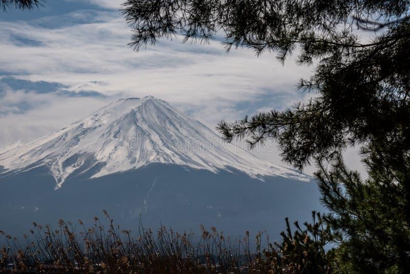 富士山接近的上面与雪盖的在上面与可能,fujisan 库存照片