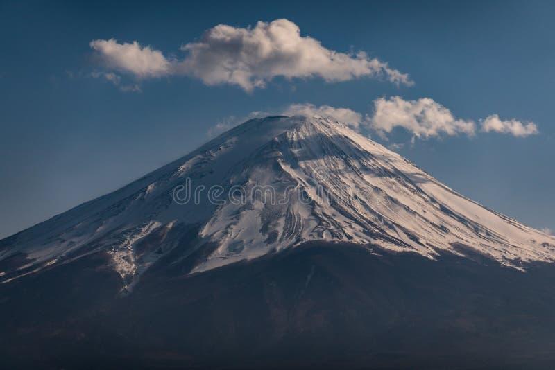 富士山接近的上面与雪盖的在上面与可能,fujisan 免版税图库摄影