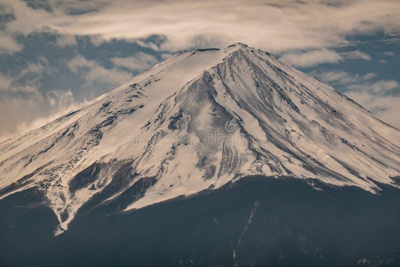 富士山接近的上面与雪盖的在上面与可能,fujisan 图库摄影