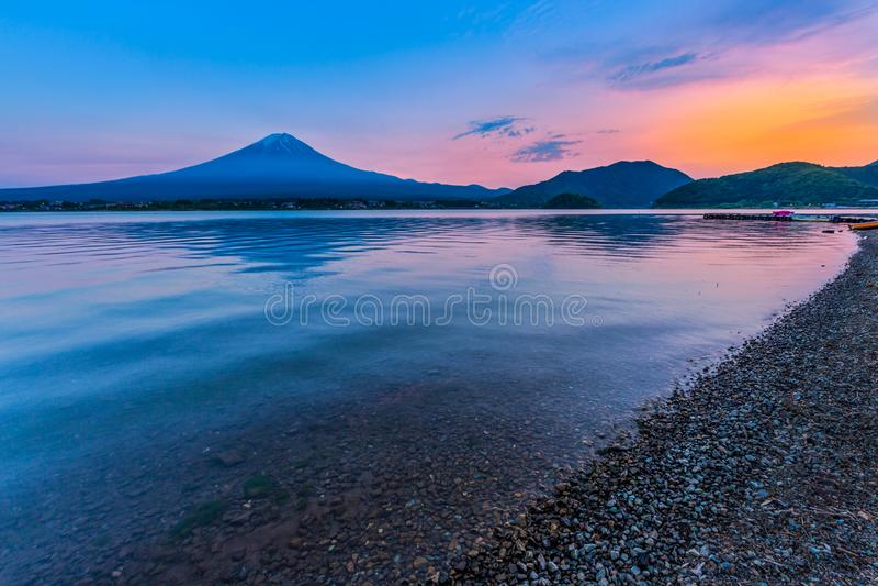 富士山看法由湖kawaguchiko的在日落期间 免版税图库摄影