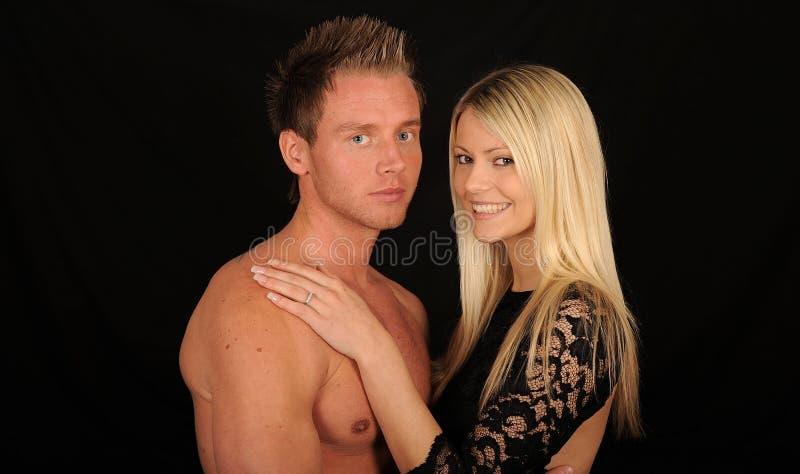 富感情的夫妇年轻人 免版税库存照片