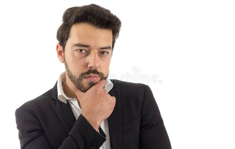 富挑战性的查找 有胡子的人佩带黑夹克和白色嘘 免版税库存图片