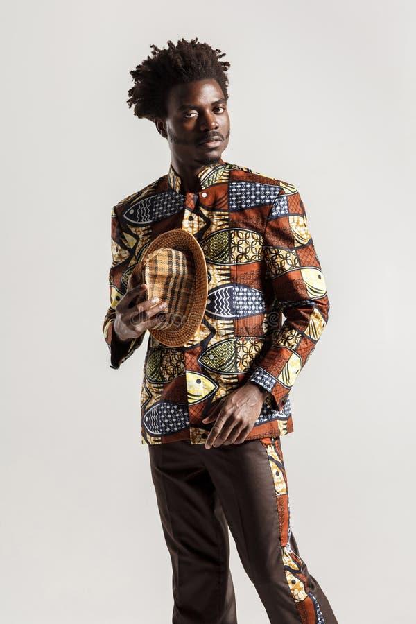 富有地和传统衣裳的豪华非洲人 免版税库存图片